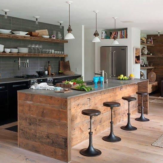 Cuisine originale en bois recyclé