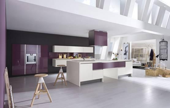 Les cuisines tout en couleur quel ton choisir pour ma for Cuisine blanche mur aubergine